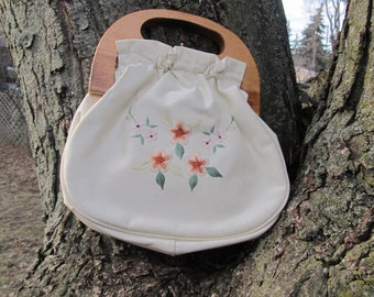 70s cream wood handle clutch with hand-embroidered flowers