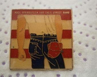 Vintage  Metallic Pin  Buce N8