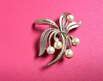 Marked 1960s Roma Gold Tone Brooch