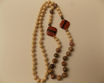 Price Reduced Vintage Beautiful Knotted Semi-precious Stone Necklace