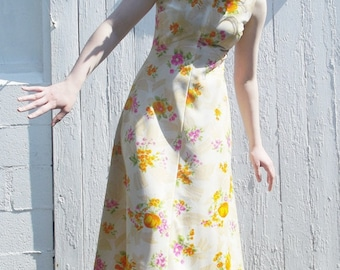 Vintage 70s Floral Dress in Sunflower Hippie and Cream Size 12 Long Full length Casual