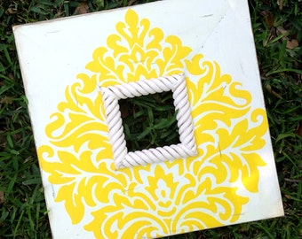 paisley damask 4x4 distressed frame in moon yellow & heirloom white