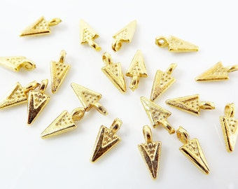 20 Mini Triangle Spike - Matte Gold Plated