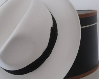 Fur Felt Fedora, Classic Style Hat, White with black band, 2,75 inches brim