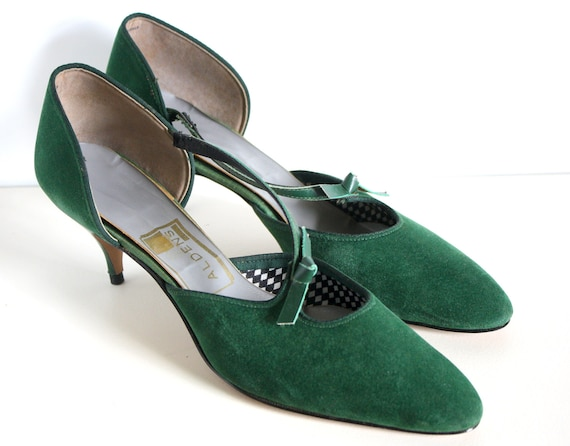 50 off shoe sale 1970s 1980s hunter green velour heels. Black Bedroom Furniture Sets. Home Design Ideas