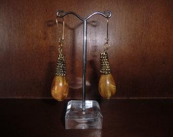 Wheel Kidney wire dangle Earrings with an inbar tone drops.