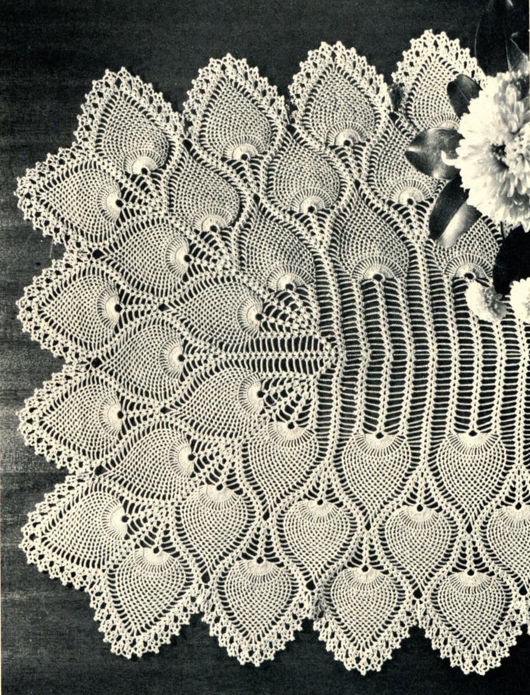 1940 39 s pineapple crochet table runner pattern by pearlshorecat for Table design patterns