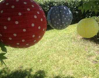 3 PAPER LANTERNS // wedding decorations / wedding lanterns / lantern / birthday decor / tea party / tissue paper / pom pom