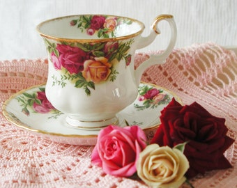 Vintage Old Country Roses coffee cup and Saucer by Royal Albert. Demitasse coffee cups. CC002