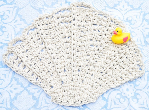 Scallop seashell rug bath mat rope rug by twistedthreadandhook for Rope bath mat