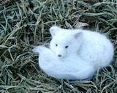 Needle felted arctic fox - Felt animal - Natural soft children toy