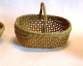 Baskets ... three different 1/12th scale dolls house baskets to choose from.