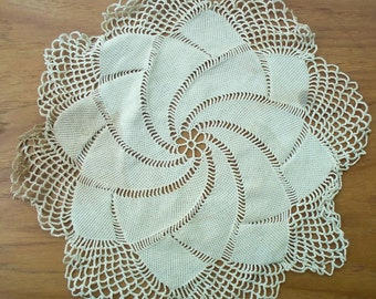 Vintage Crochet Doilly, Lace