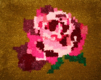 """Latch Hooked Rug """"Heritage Rose"""""""