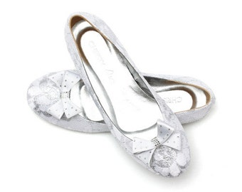 White Wedding Ballet Flats. White Lace Wedding Flats. White Lace Wedding Flats with Bow. Custom Made Wedding Flats.