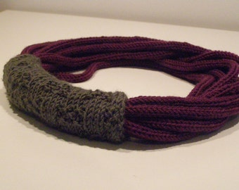 Purple wool necklace with grey loop