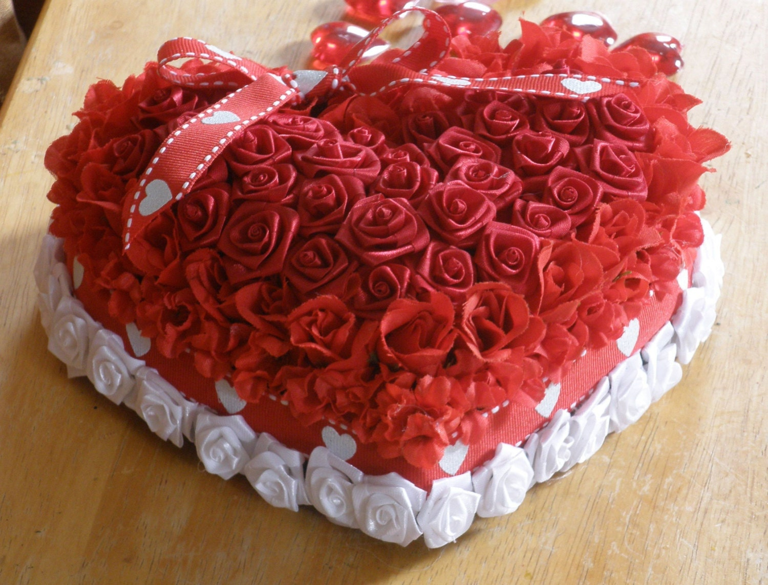 Love for Mom Heart Red and White Cake-like Silk Floral