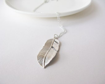 Feather necklace in Silver - Long feather necklace