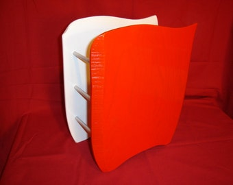 MAGAZINE RACKS in lacquered white and red ash