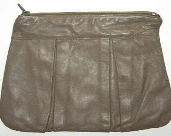 1970s 70s Leather CLUTCH / Bag / Purse / Broadway / made Italy / TAUPE / Classic / Disco / Purse
