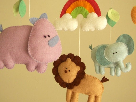 baby crib mobile safari mobile animal mobile felt by feltnjoy. Black Bedroom Furniture Sets. Home Design Ideas