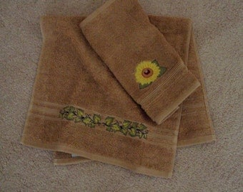 Hand Towel Wash Cloth Set, embroidered towels, wedding gift,housewarming gift,bathroom decor,decorative towels,towels,custom towel,sunfower