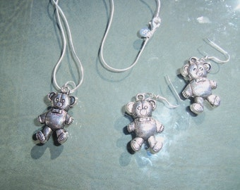 teddybear necklace and earrings