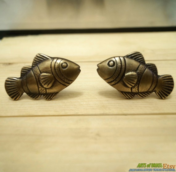 Lot of 2 pairs antique crown fish cabinet brass knob for Fish drawer pulls