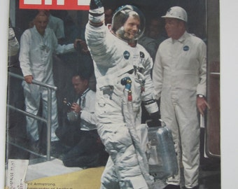 July 25,1969 LIFE Magazine-Astronauts Prepare for The MOON-Collectible Book