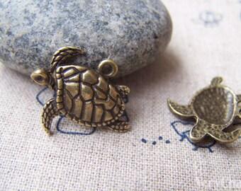10 pcs of Antique Bronze Sea Turtle Charms 17x18mm A392