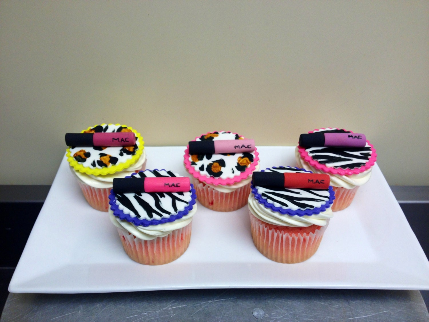 Lipgloss animal print fondant cupcake toppers by wwcinc on for Animal print edible cake decoration
