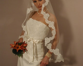 "Mantilla veil 42"" fingertip length - Lace veil - wedding veil"