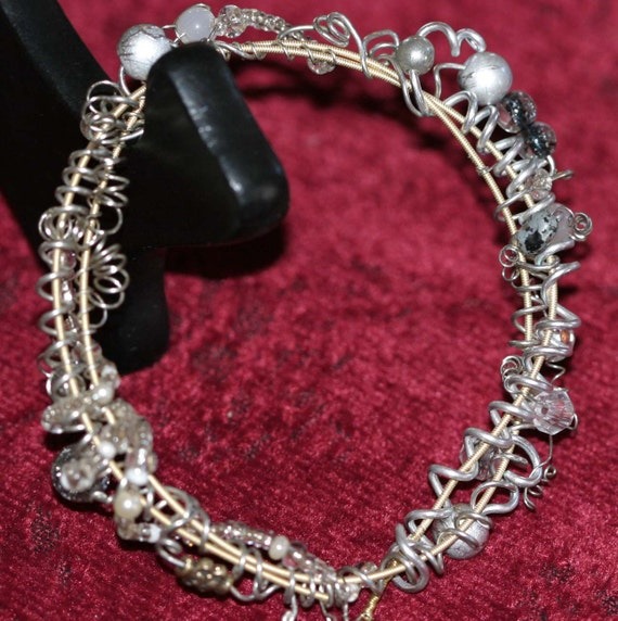guitar string glass bead bracelet silver tone alaskan hand. Black Bedroom Furniture Sets. Home Design Ideas
