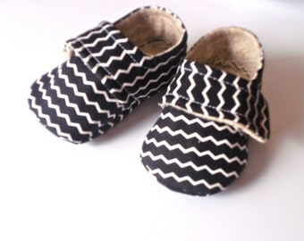 THOMAS Black Tiny Chevron. Baby Boy Shoes