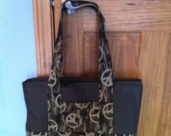 Tote with inside pockets