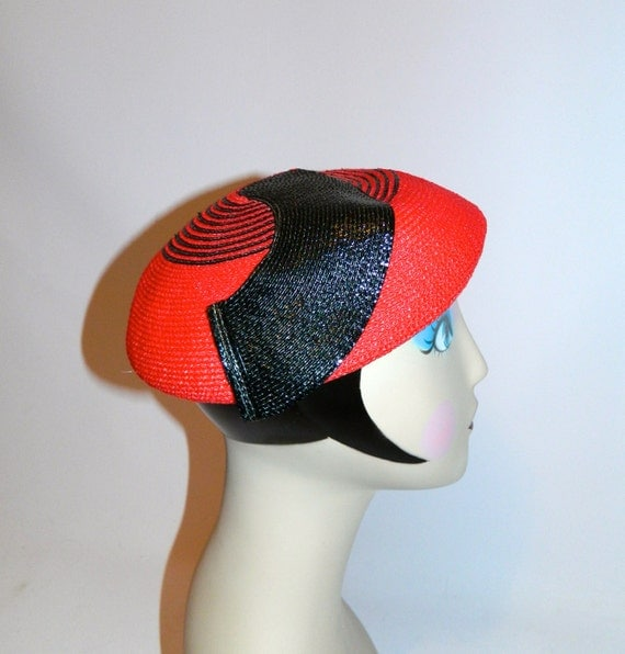 vintage 1970s does 1940s red hat Abstract Swirl straw