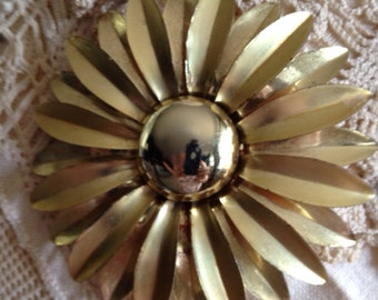 Vintage Golden Daisy Pin