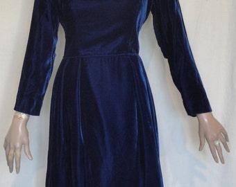 Lovely Vintage Midnight Blue Velvet Party Dress B38 Carol Brent