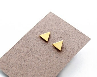 Geomeric triangle stud earrings - gold color - minimalist, modern round polished brass jewelry