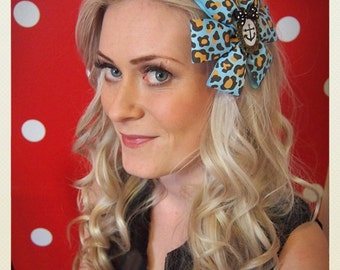 Pin Up-style animal print anchor Hair clip, blue