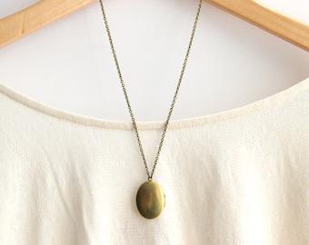 Bridesmaid Jewelry Oval Brass Locket Necklace // Bridesmaid Locket Necklace // Vintage Wedding // Maid of Honor Gift // Barn Wedding