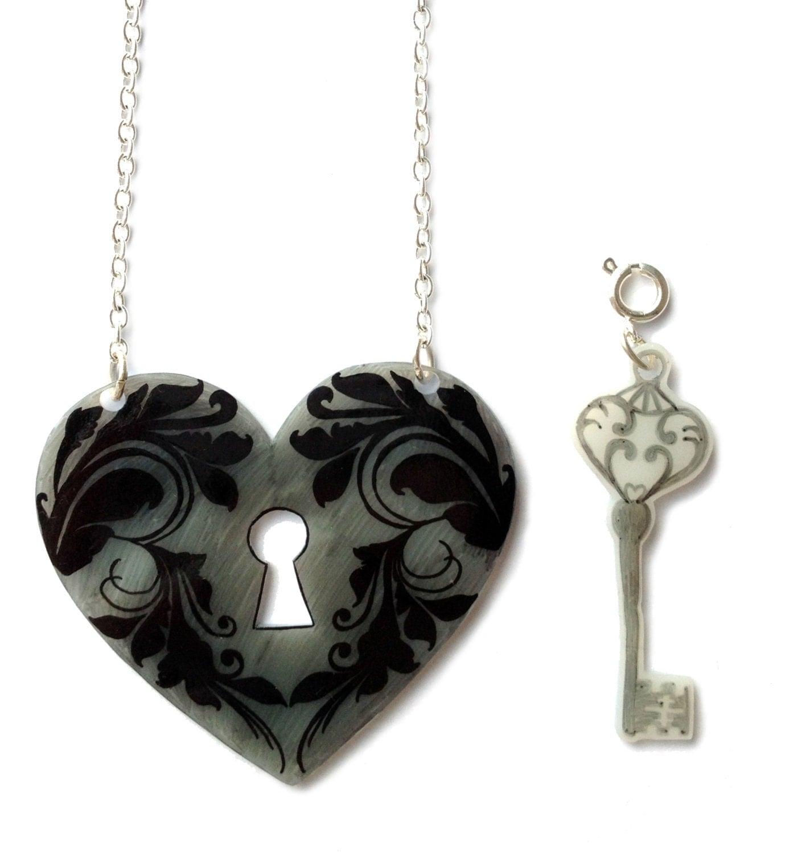 heart lock and key necklace valentine 39 s removable key. Black Bedroom Furniture Sets. Home Design Ideas