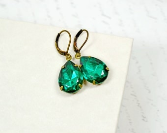Emerald Green Estate Style Earrings, Vintage Emerald Rhinestone Dangles, Retro Hollywood Jewelry, Vintage Glass Drops