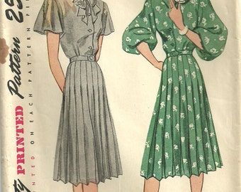 Simplicity 1988 / Vintage 40s Sewing Pattern / Dress / Size 16 Bust 34