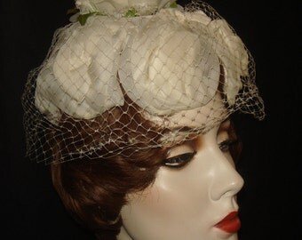 Vintage 1950s 60s White Millinery Flower Hat / 50s 60s Whimsical White Floral Hat / 1960s White Flower Petals Hat