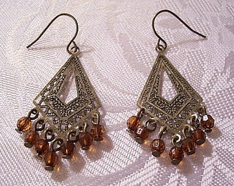 Orange Brown Bead Dangle Pierced Wire Earrings Gold Tone Vintage Imprinted Diamond Shape Open Ribbed Textured Discs