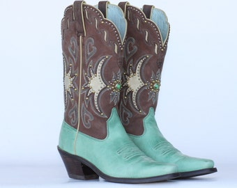 """NEW Beautiful """"One of a Kind"""" Ariat ladies cowboy boots with brass studs & rhinestones 5.5 B New without a box"""