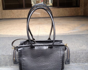 Milligan handbag, handmade leather bag, black zippered shoulder bag with handles, handmade leather handbags/shoulder bags by Aixa, bag maker