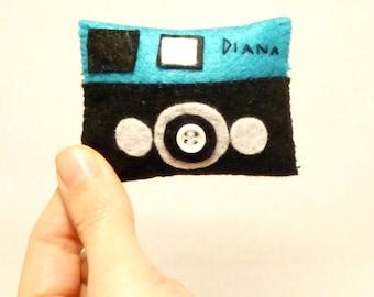 Gifts for friends, Holga camera, Toy Camera, Lubitel, Diana camera, Lomo, Softie Pin, Felt toy, Camera brooch, Handmade by Marumadrid