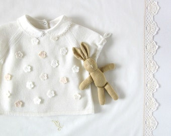 Knitted baby sweater, baby knit clothes, newborn knits. Off white. 100% merino wool. READY to Ship size 1-3 months.